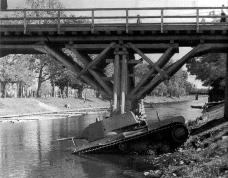More futile attempts of river crossing with a KV-1 tank